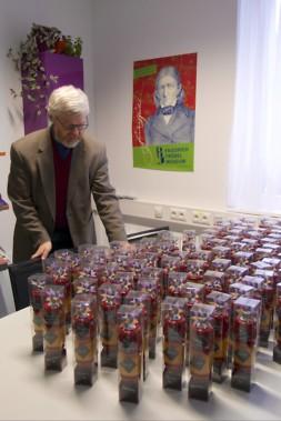 Lieferung der Marmelade in Fröbels Spielgaben nach Linz
